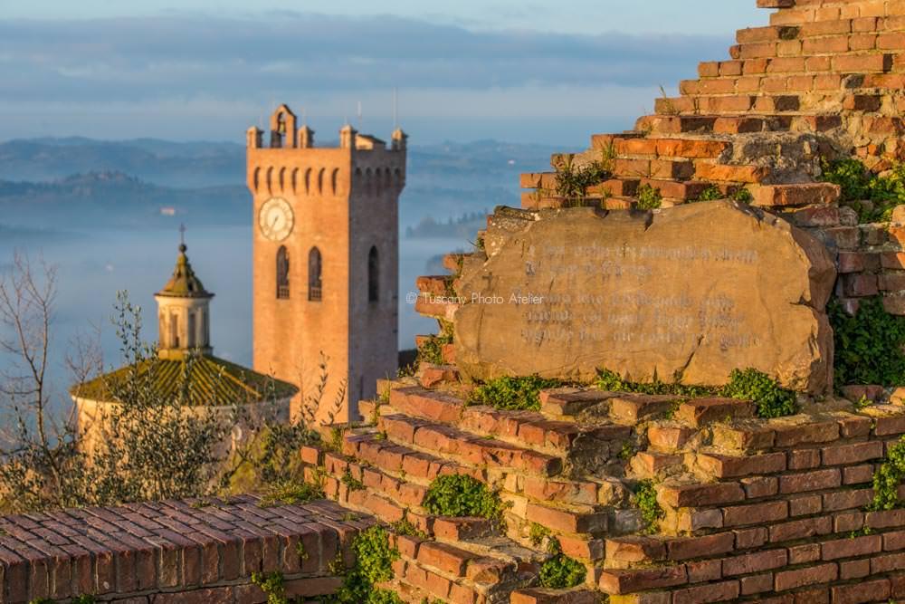 Targa divina commedia alla base della Torre di Federico II a San Miniato
