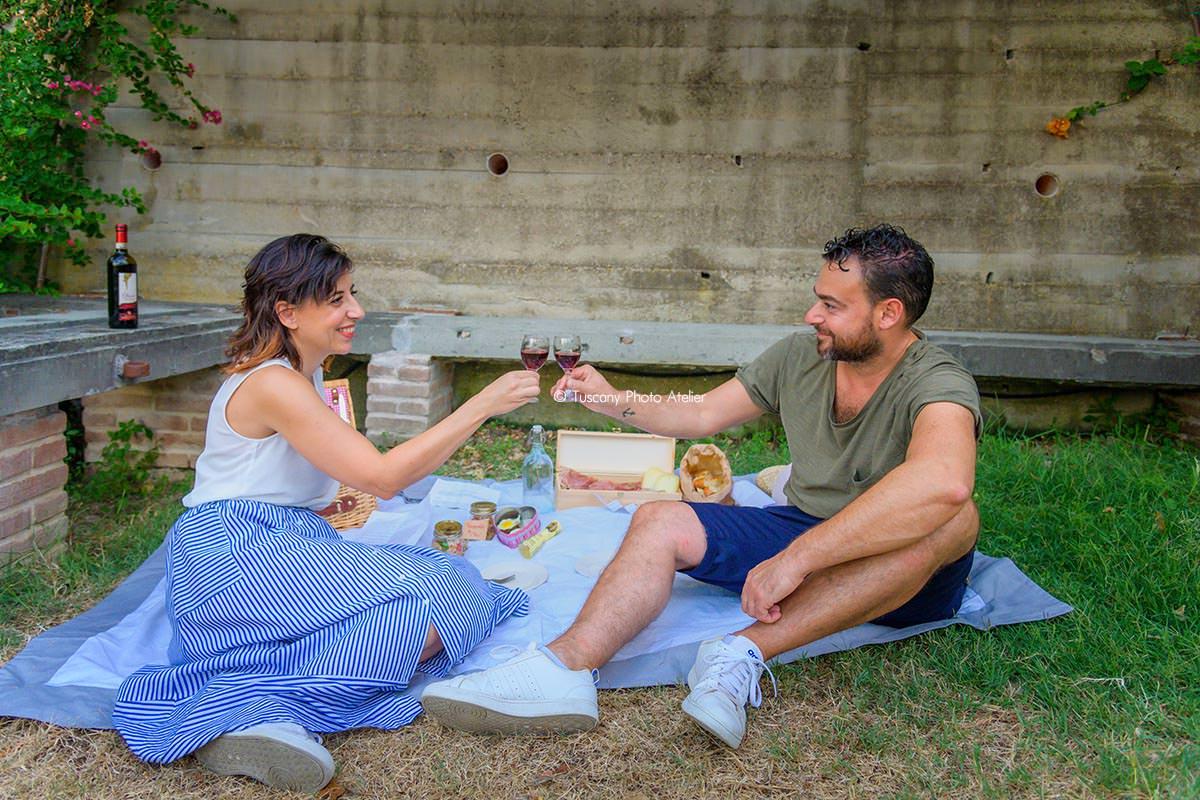 Picnic con prodotti e vini locali a San Miniato in Toscana